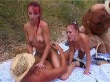 Vidéo porno mobile : Gangbang in the fields